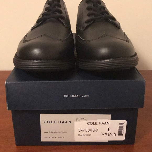 Cole Haan Shoes   Cole Haan Boys Size 6